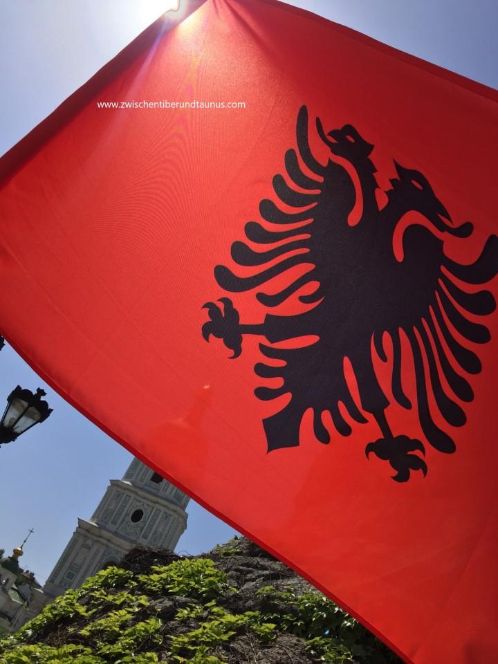 Die Albanienchroniken – Teil 1: Packen Sie langsam, ich habe es furchtbareilig!*